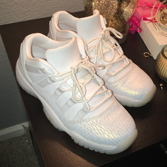 cheap for discount cheap price cost charm Air Jordan 11 Retro Low Premium GS 'Frost White